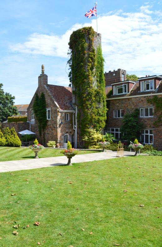 10 Longueville Manor Jersey