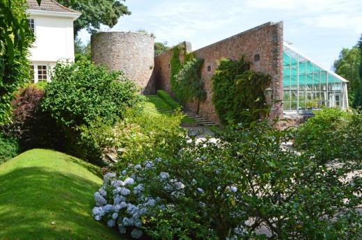 14 Longueville Manor Jersey