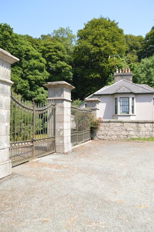 1 Mourne Park House gates copyright lvbmag.com