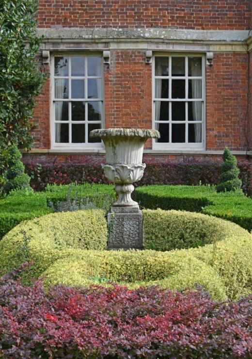 Island Hall Topiary © Lavender's Blue Stuart Blakley