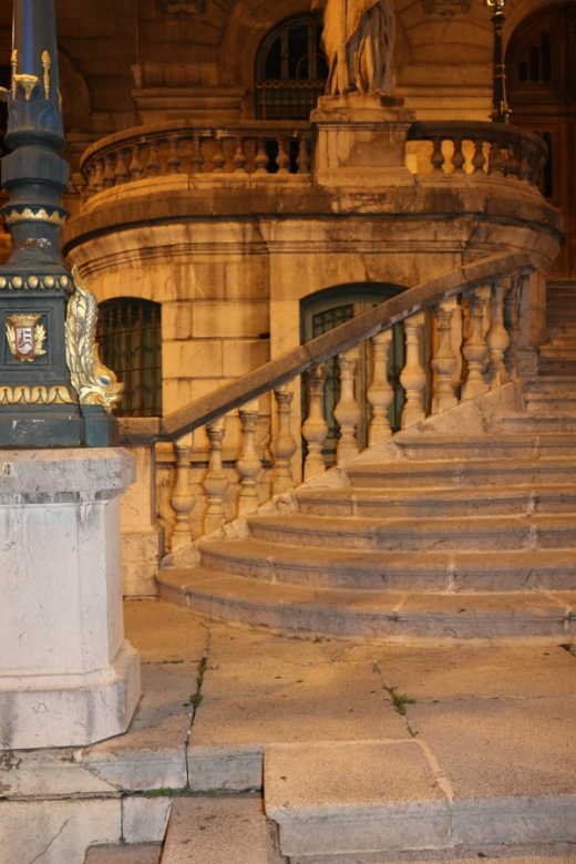 Bilbao Ayuntamiento de Bilbao Oficina de Información General By Night © Lavender's Blue Stuart Blakley