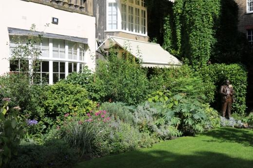 The Goring Hotel Lawn © Lavender's Blue Stuart Blakley