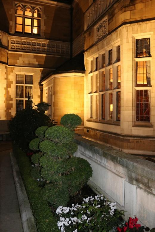merchant-taylors-hall-courtyard-lavenders-blue-stuart-blakley