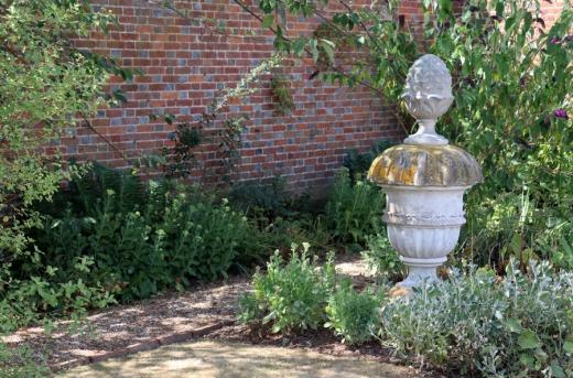Matfield House Kent Urn © Lavender's Blue Stuart Blakley