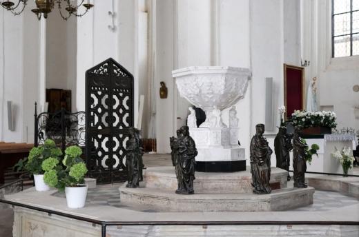 St Mary's Church Gdansk Altar © Lavender's Blue Stuart Blakley