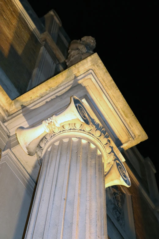 Pitzhanger Manor Party Column © Lavender's Blue Stuart Blakley