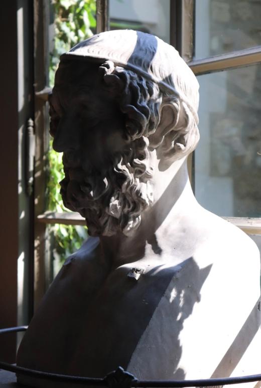 Pavilion Bust La Divine Comedie Avignon © Lavender's Blue Stuart Blakley