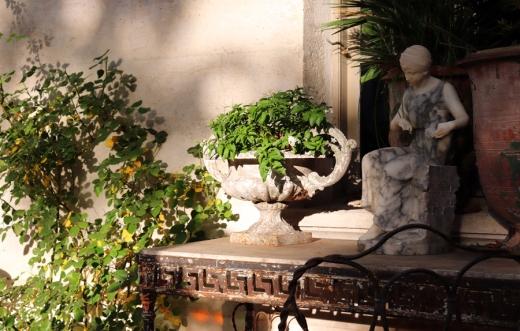 Table La Divine Comedie Avignon © Lavender's Blue Stuart Blakley