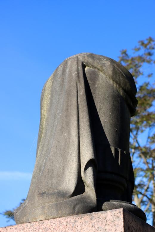St Mary's Cemetery Battersea London Figure © Lavender's Blue Stuart Blakley